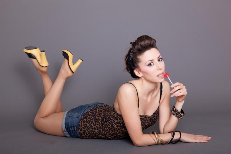 nuelle book  glamour and pin up style