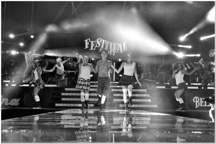 nuelle on stage dancing on Madonna's song @ Festivalshow Italy