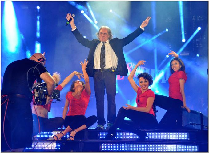 nuelle on stage with Riccardo Fogli @ Festivalshow Italy